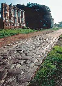 Древняя дорога вымощенная камнем