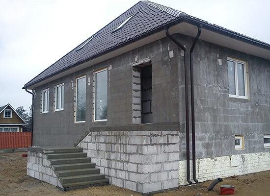 Оштукатуренный фасад газобетонного дома