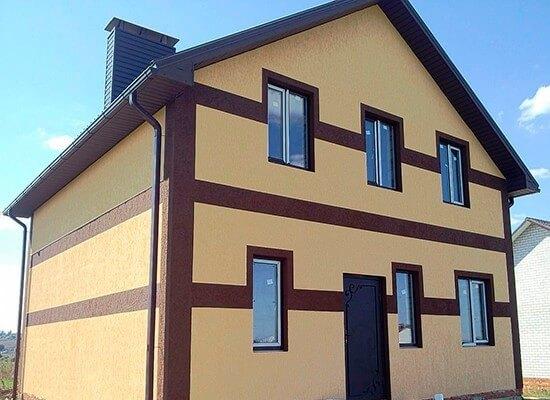 Дом из газобетона, обшитый тремя слоями – утеплителем, армирующей сеткой и штукатуркой
