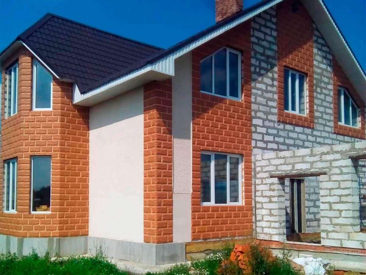 Облицовка дома бетонной плиткой по технологии вентилируемого фасада