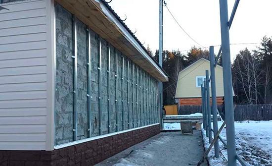 Обшивка газобетонных стен профнастилом на металлическую обрешётку